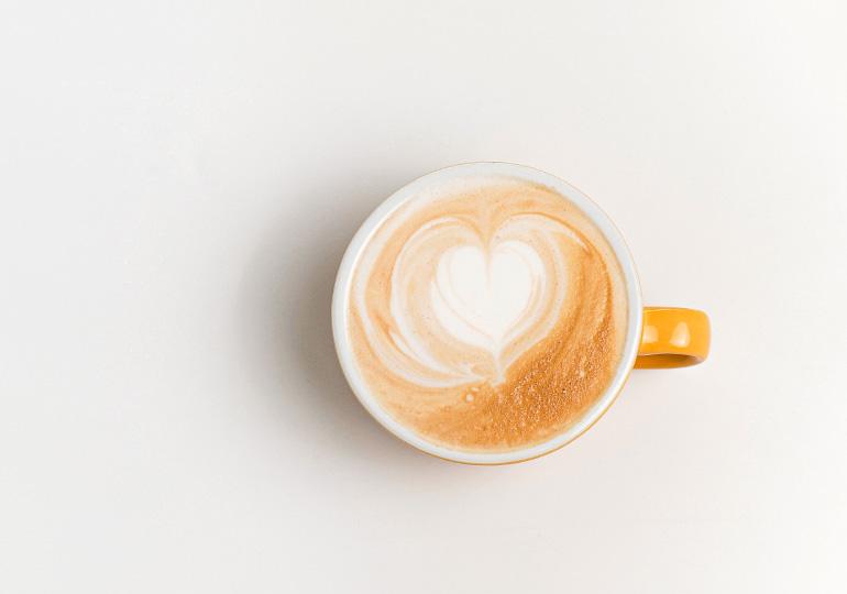 Piena putas: Kā mājās pareizi saputot pienu?